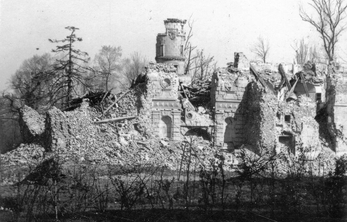 Ruines de la Villa Caraman après l'explosion du 2 septembre 1944