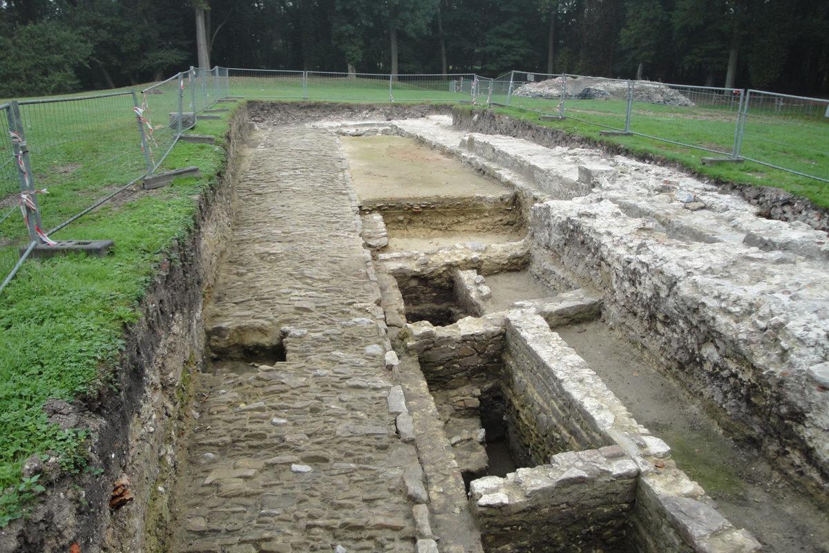 Portion de voie médiévale découverte en fouilles ©asbl Gy Seray Boussu